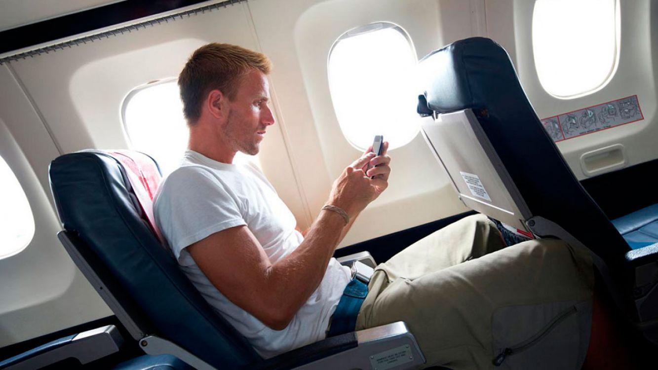 Modo Avión: ¿Por qué debés activarlo durante un vuelo?