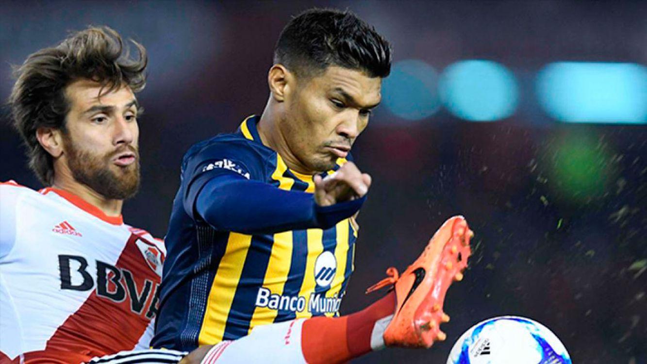 Teo Gutierrez y Leo Ponzio, uno de los duelos de la noche