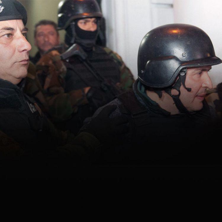 Los policías que lo detuvieron aguardan el comienzo de sus declaraciones como testigos.