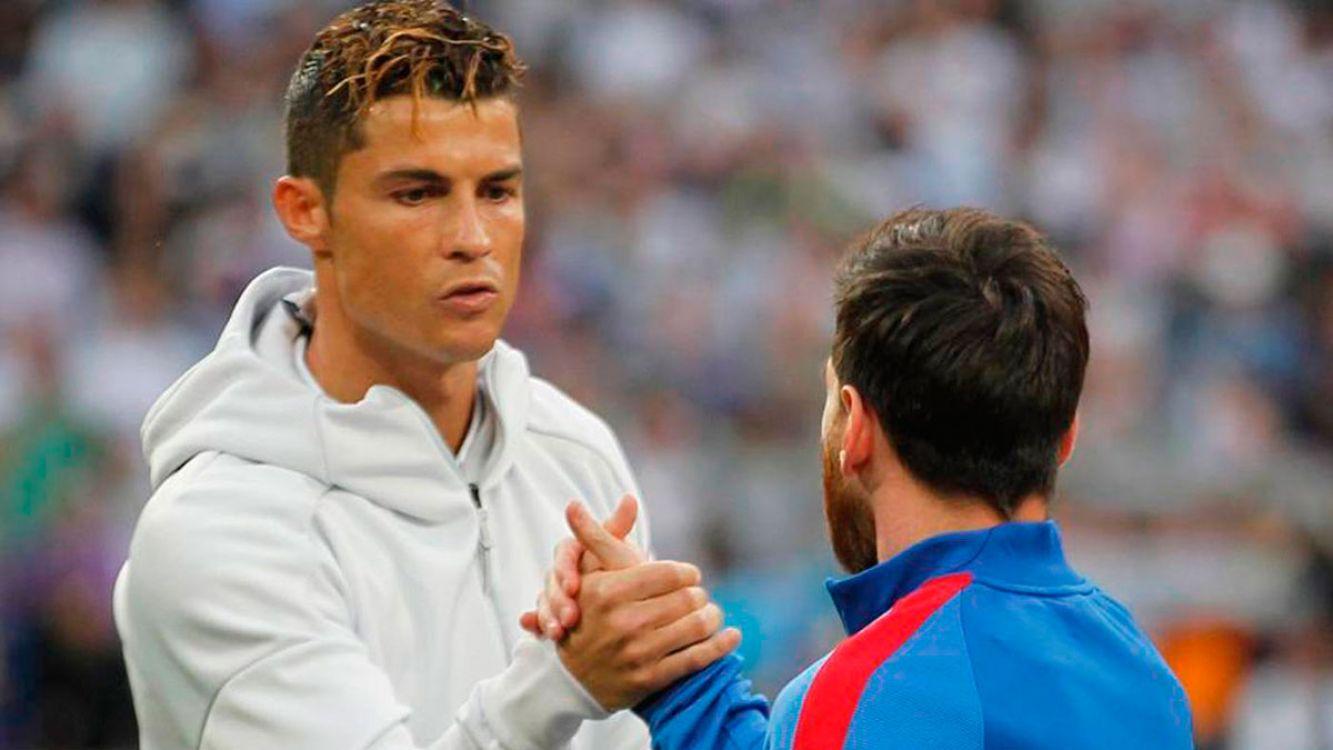 Cristiano Ronaldo y Lionel Messi saludándose