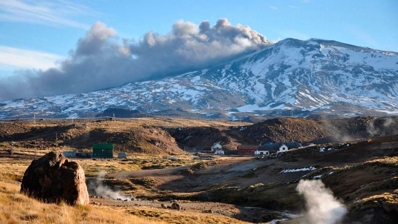 """Volcán Copahue: Aseguran que el alerta amarilla """"no es para alarmar a la población"""""""