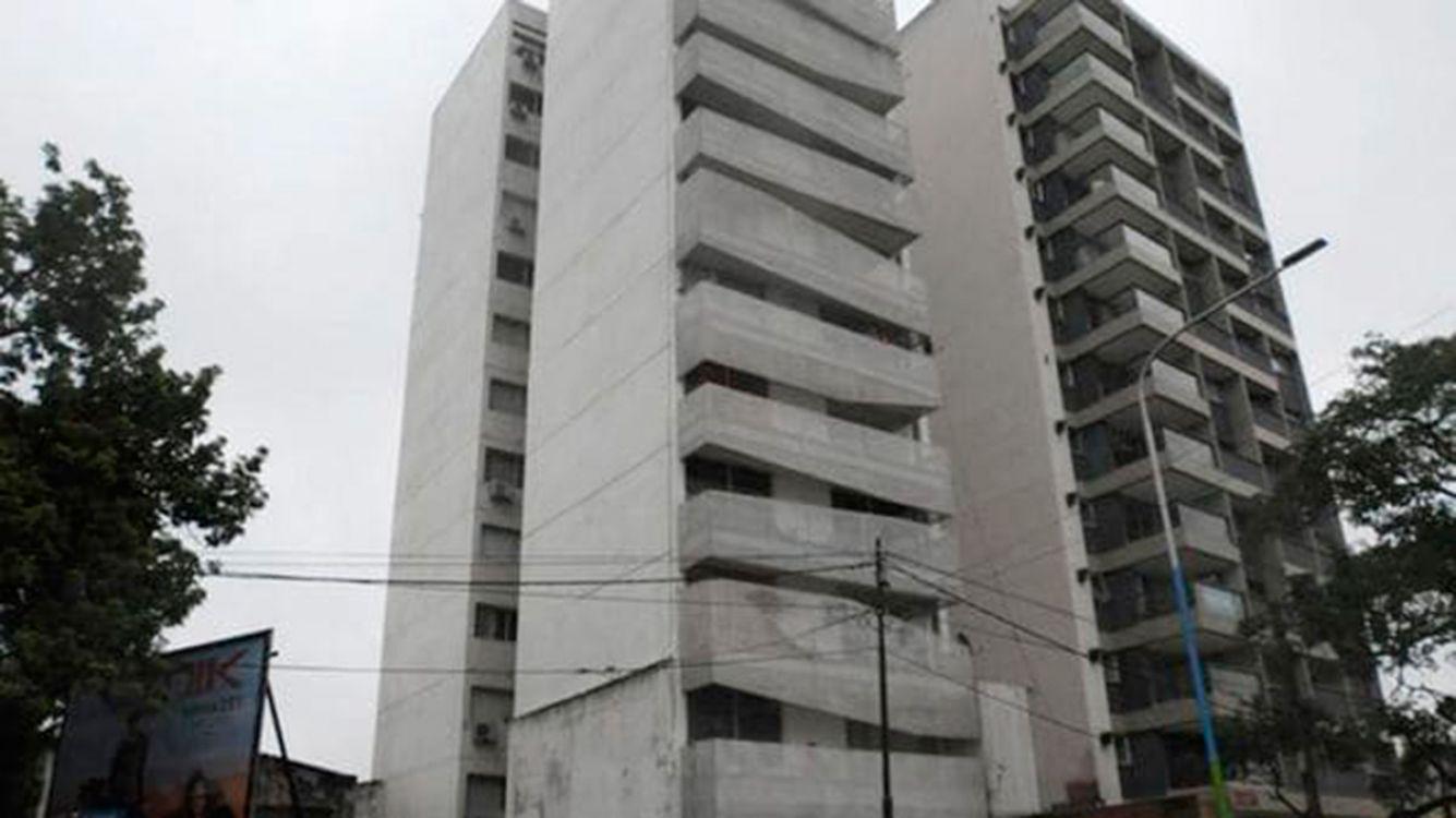 Mate de Luna al 2000, San Miguel de Tucumán. Edificio desde donde cayó el menor