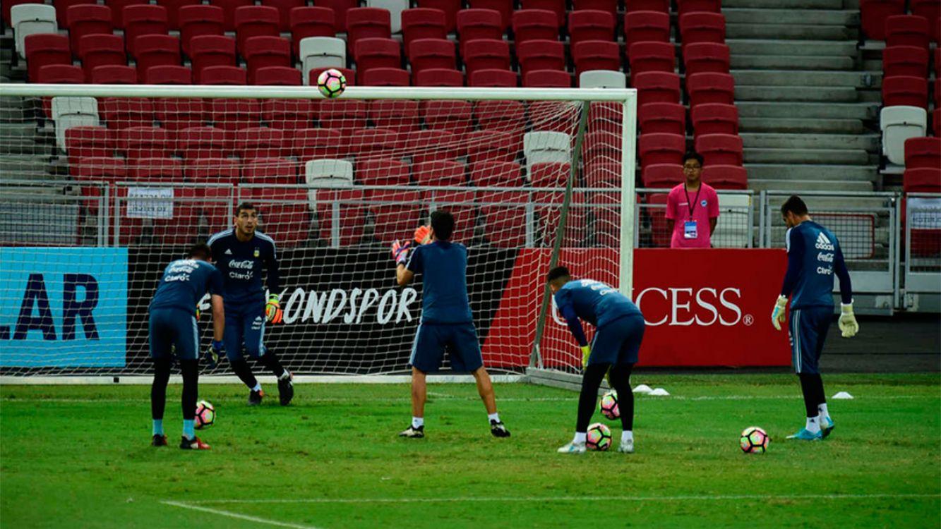 La selección Argentina enfrentará a Singapur con sólo dos defensores