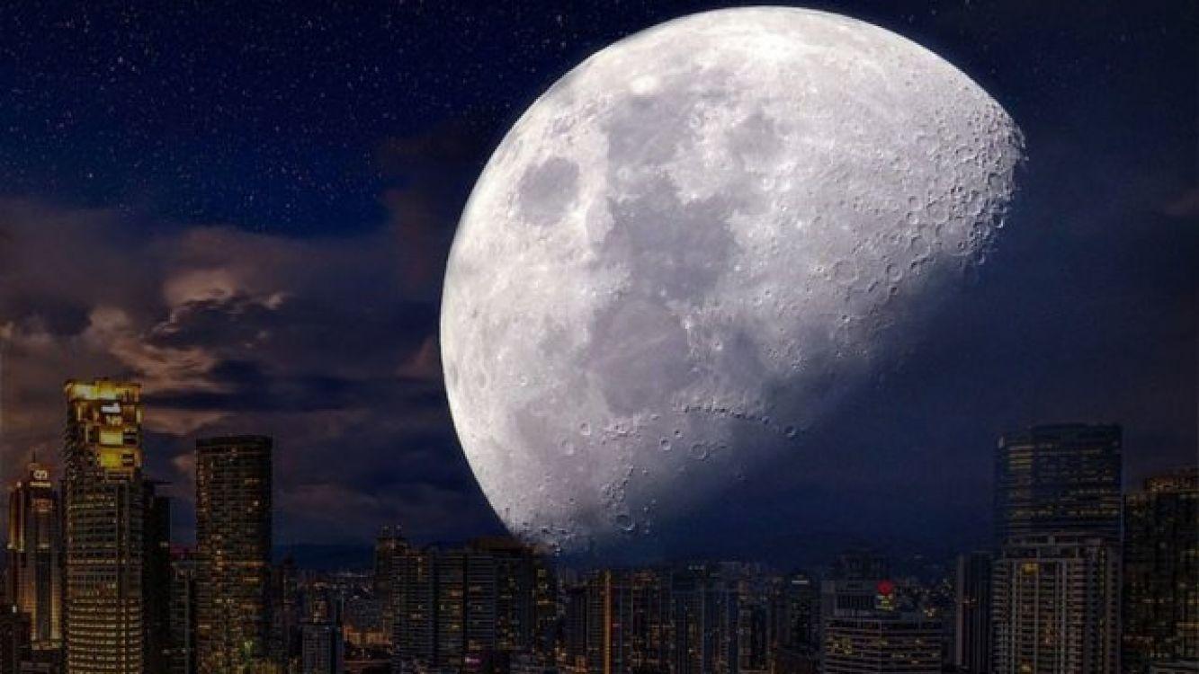 Se trata de la luna llena que se halla en el perigeo