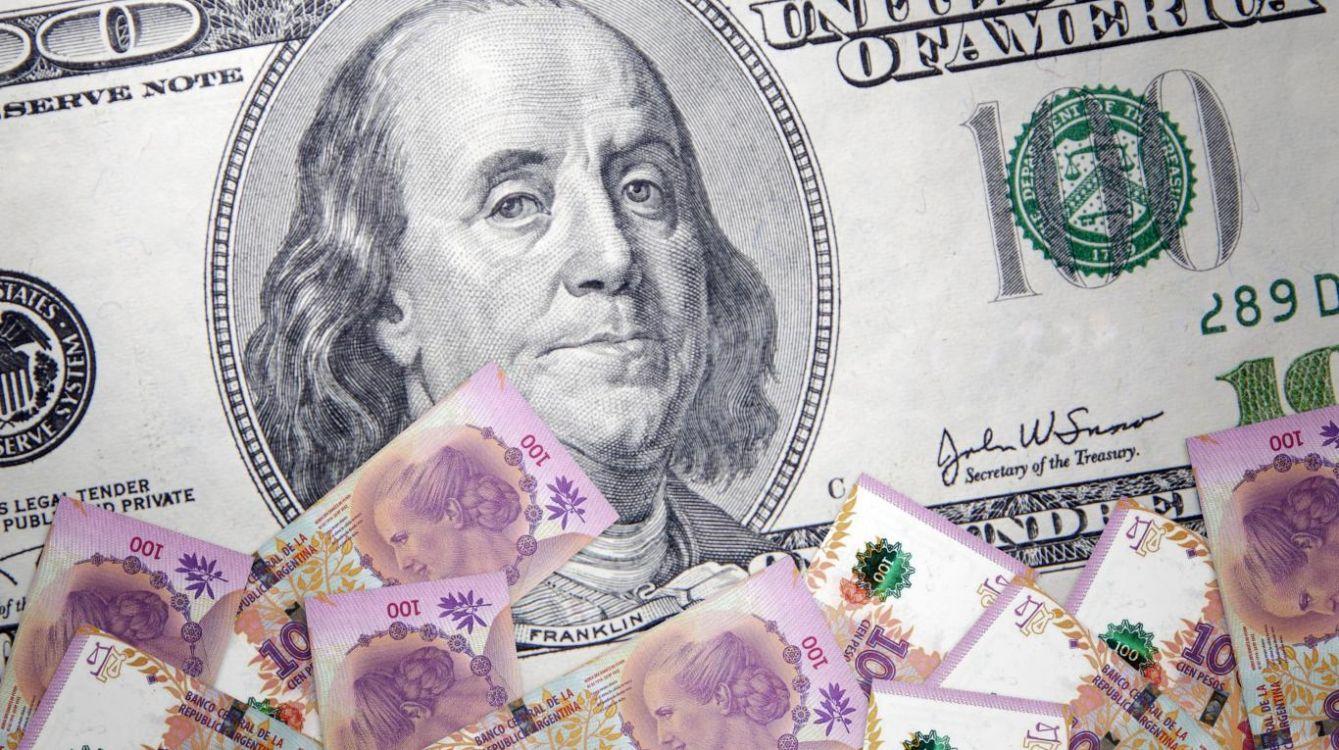 Analistas estiman que el dólar cerrará el año debajo de los 18 pesos