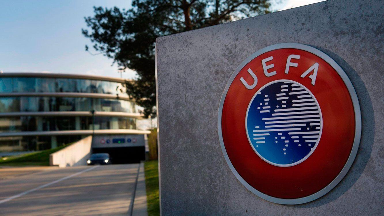 El ente regulador del fútbol europeo soñaría con competirle a la propuesta de un Súper Mundial de Clubes planteado por la FIFA.