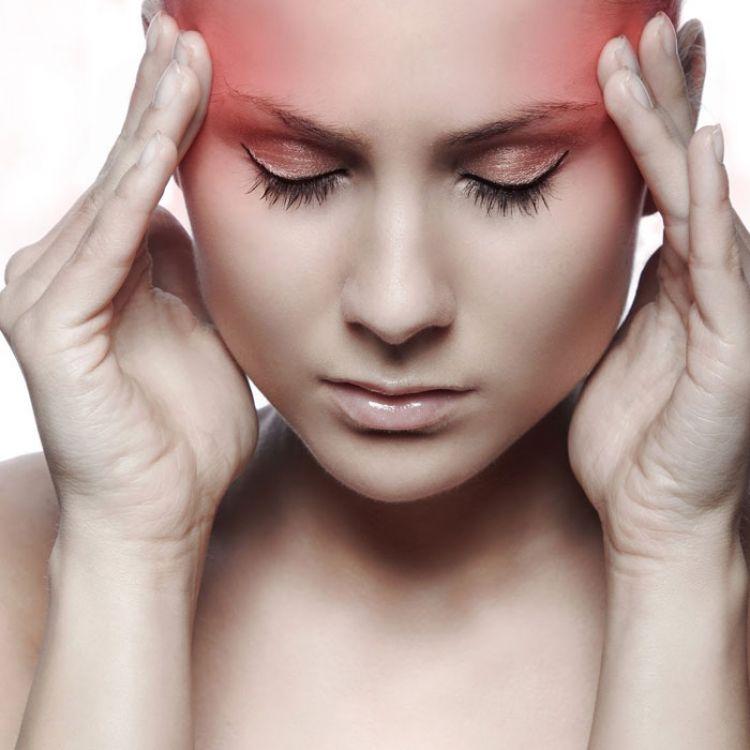 Lasmigrañas o jaquecas, en cambio, suelen afectar un solo lado de la cabeza, y la el dolor se manifiesta como un latido.