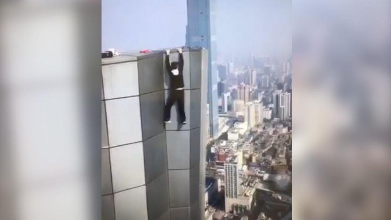 Acróbata chino grabó su propia muerte desde un rascacielo de 62 pisos