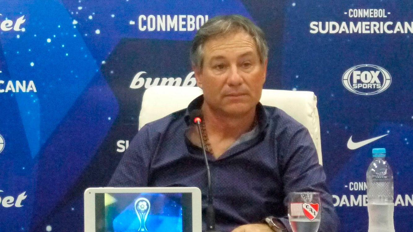 """""""La torcida brasileña es muy bulliciosa pero está de la línea para afuera. Los de afuera son de palo"""", declaró Holan."""