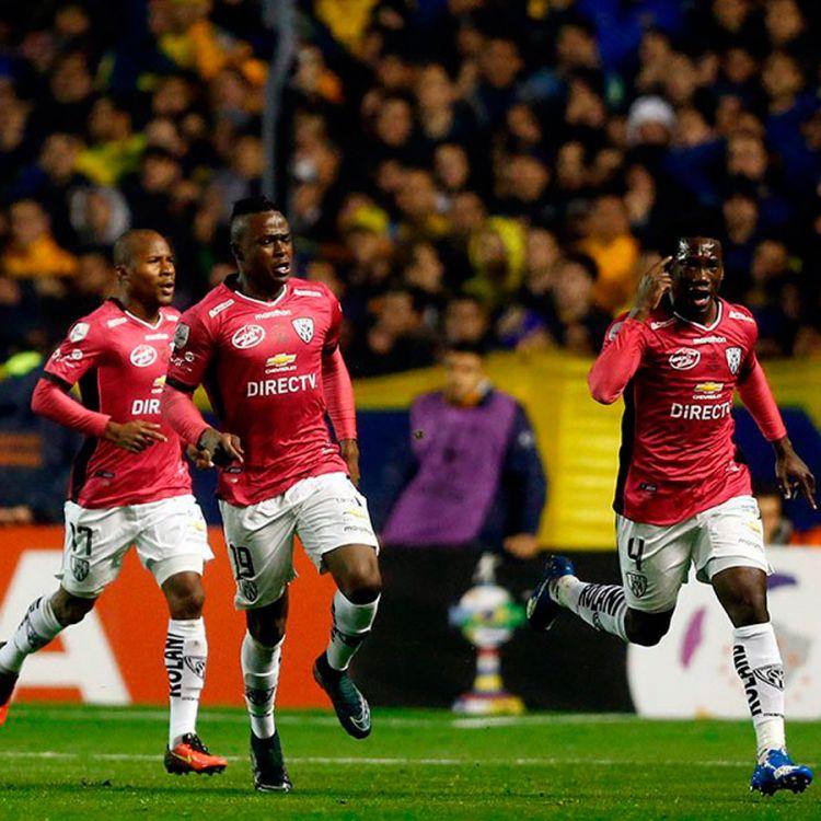 Independiente del valle festejando un gol