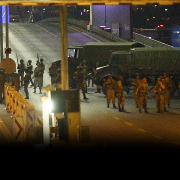 """Los medios turcos hacían referencia a """"un intento de golpe de Estado"""" y la cadena CNN-Türk informó de una movilización """"extraordinaria"""" delante de la"""
