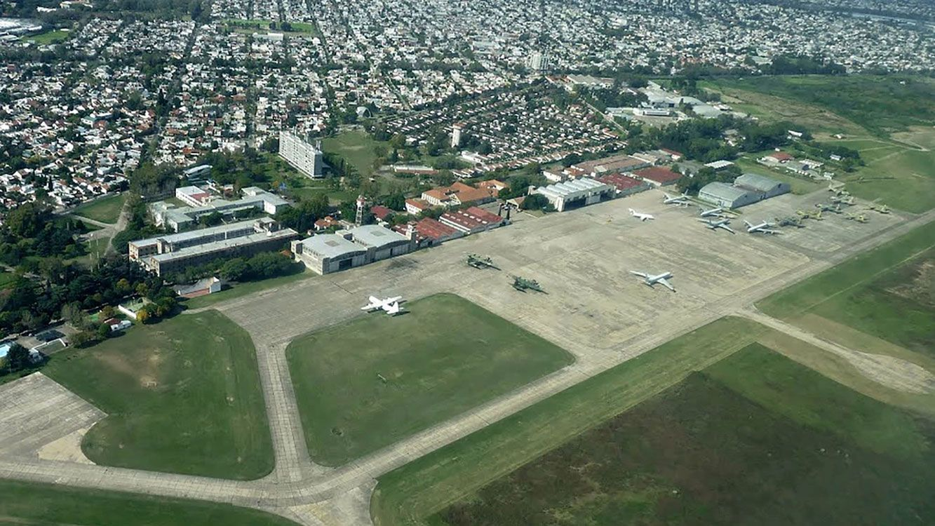 """""""Es necesario aclarar que los predios considerados ociosos (hangares) en el proyecto presentado no se encuentran en ese estado""""."""