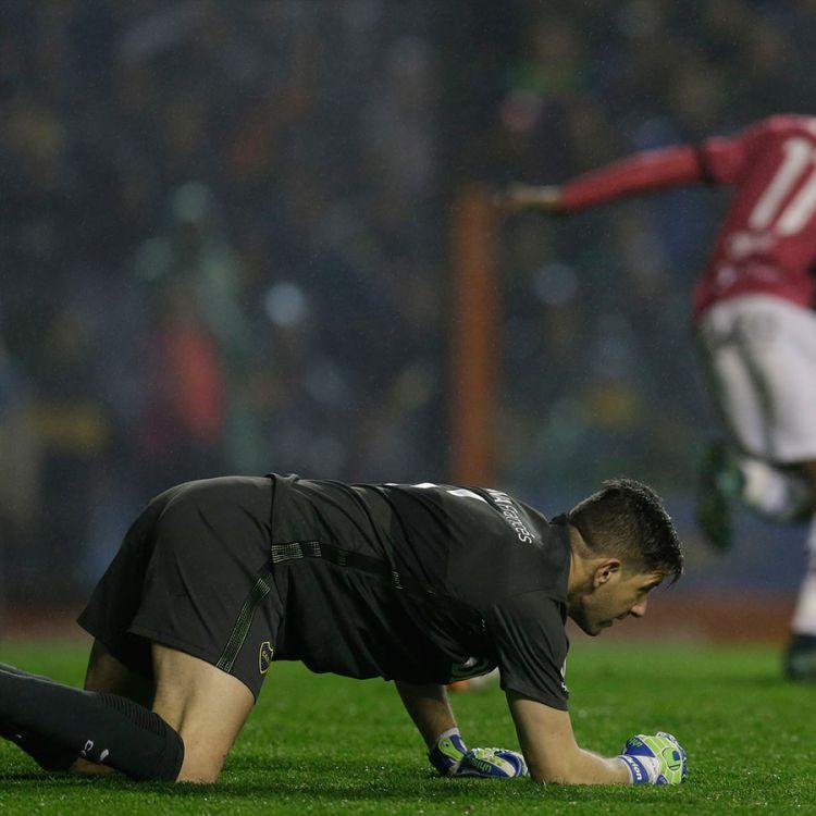 Orion lamentándose tras un error grosero, luego del gol de Independiente del Valle