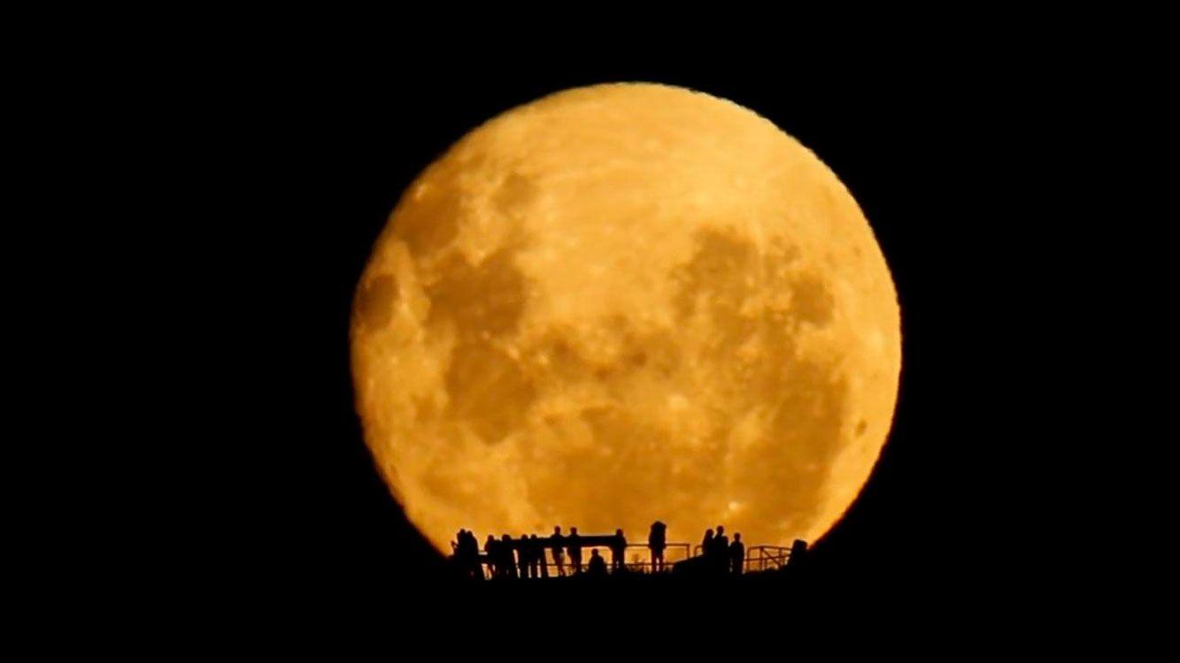La próxima superluna ocurre el díamartes 2 de enero de 2018,durante luna llena y a una distancia aproximada de 356,565 km. del centro de la Tierra.