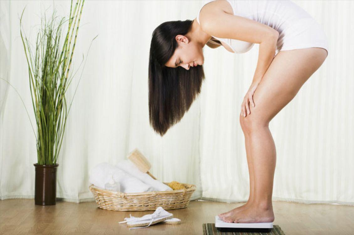 Si necesitas bajar de peso y crees estar haciendo todo lo necesario, pero no estás viendo resultados, revisa si tienes alguno de estos malos hábitos.