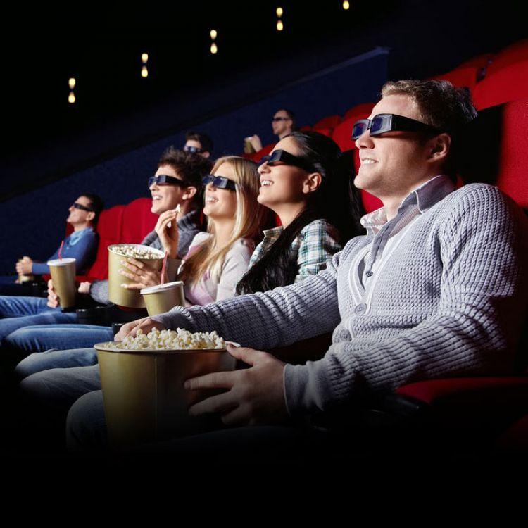 El cine está cada vez más vinculado con la tecnología, y a través de Internet, las personas hacen desde la búsqueda de carteleras hasta conocer cuáles
