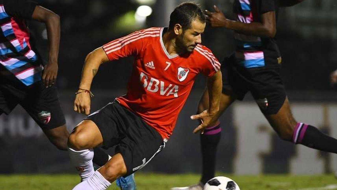 Mora ingresó en lugar de Auzqui a los 25 minutos del partido y no tardó en agarrar ritmo. Muy activo, generó la primera jugada de gol.