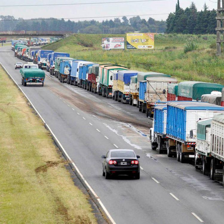 """No va a haber ningún camión que pueda entrar a los puertos, porque es la única solución para que se nos tenga en cuenta"""", dijo el presidente de la CAT"""