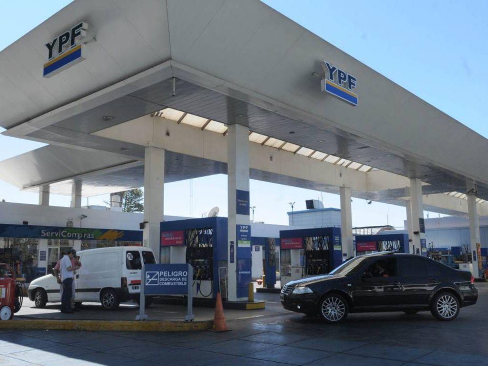 YPF aumentó casi 5% el precio de sus naftas