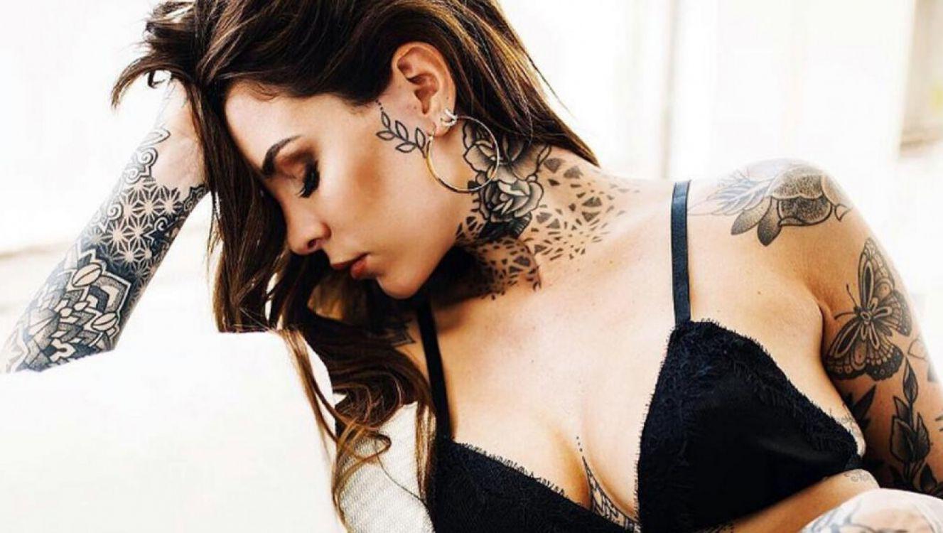 Cande Tinelli hizo topless para mostrar cómo le quedó su nuevo tatuaje. Video