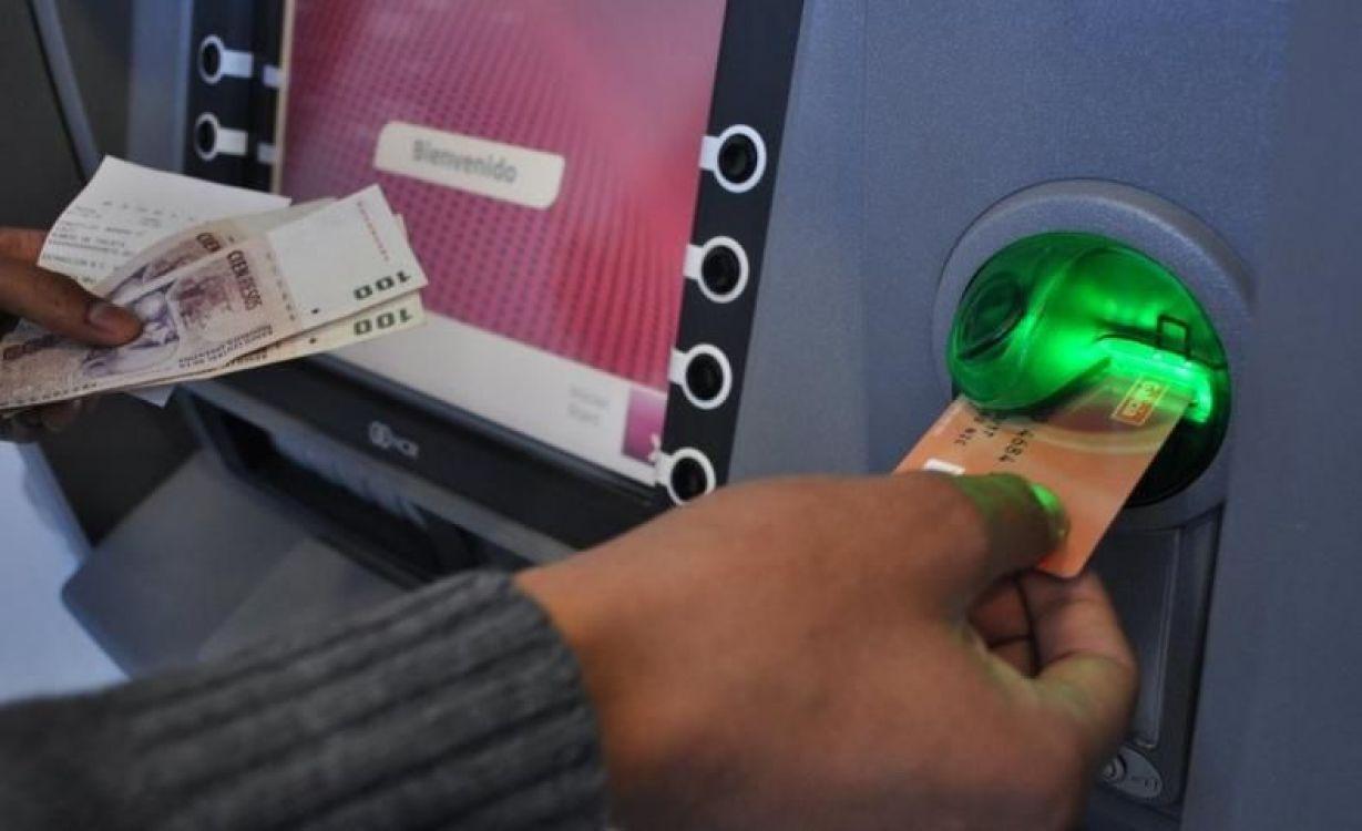 Cajeros vacíos por el paro bancario: cuáles son las alternativas para retirar efectivo