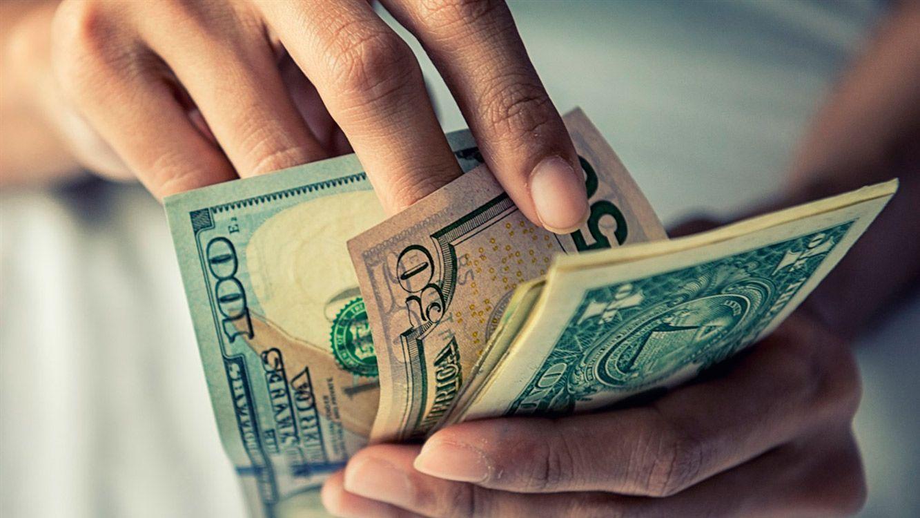 Luego de escalar 13 centavos ayer y llegar a $20,34, sin intervención oficial, hoy la divisa escaló siete centavos y cerró a $20,41.