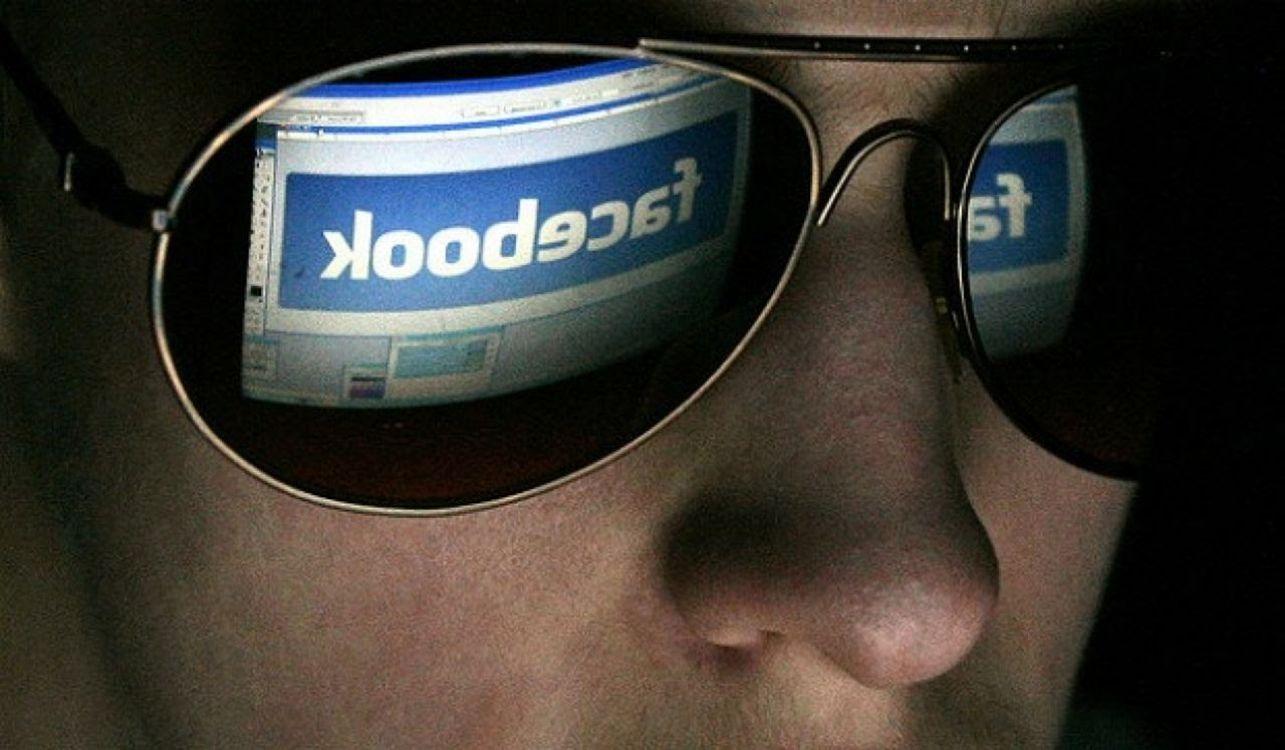 Facebook nos está espiando y no a través del micrófono