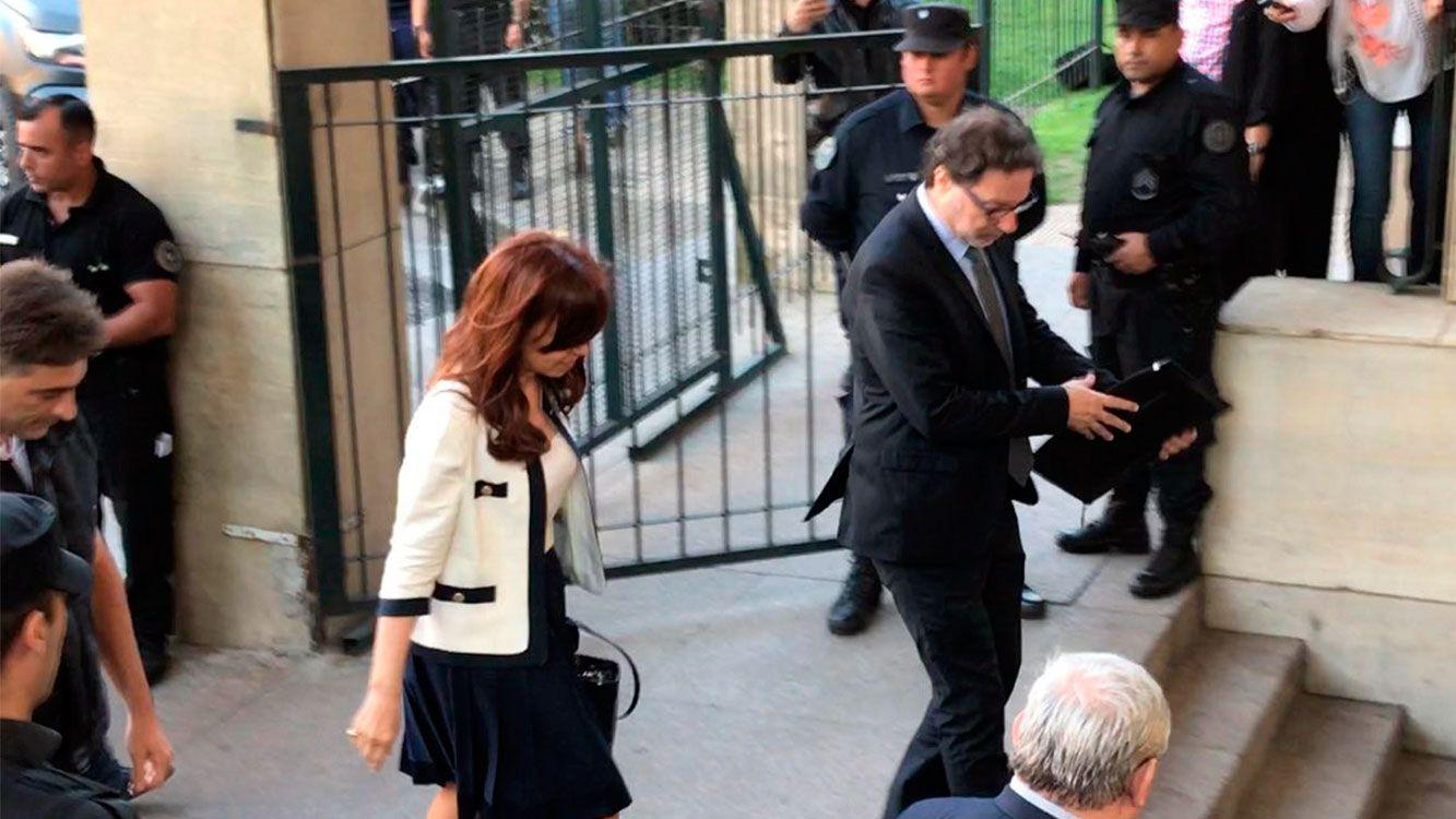 Se definieron los tribunales que juzgan a Cristina por el caso de la AMIA y la Ruta del dinero K