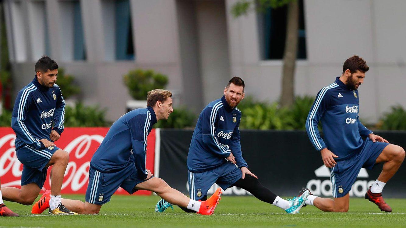 Sampaoli, con Messi, paró el primer equipo en Manchester