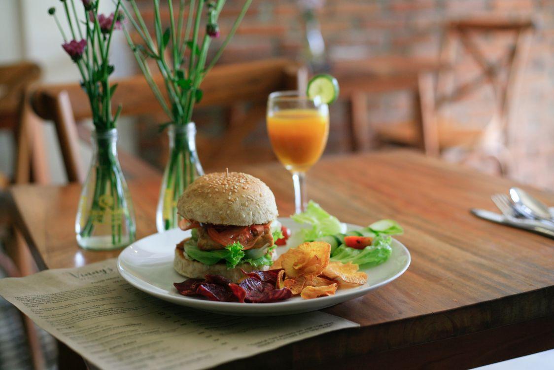 Crecen la cantidad de vegetarianos en Argentina y la comida rápida los sigue