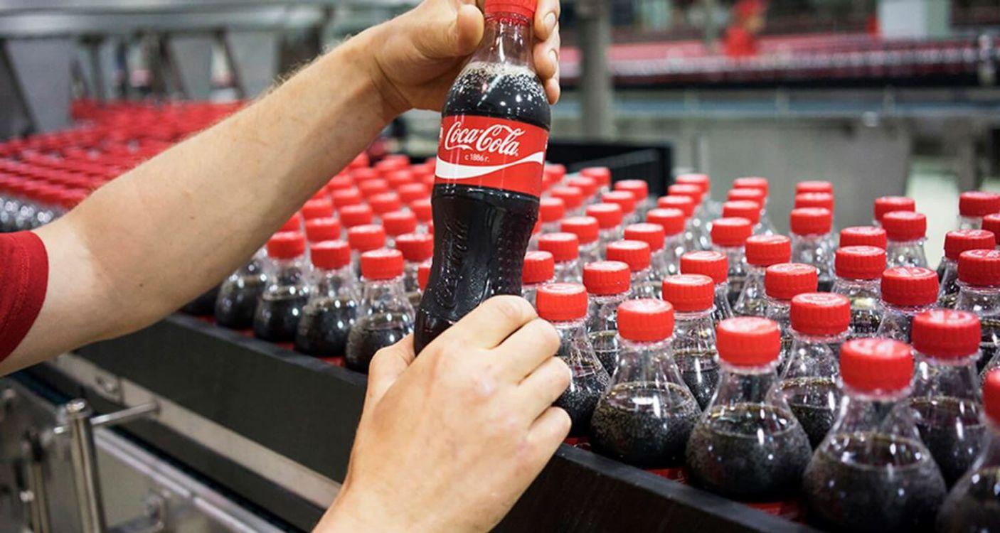 Estas son las consecuencias que tendrás si suplantas el agua por Coca-Cola