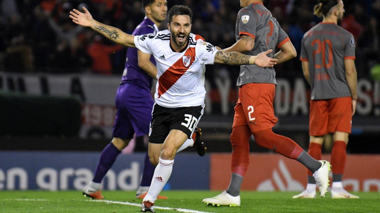 Nacho Scocco grita el primer gol del encuentro.