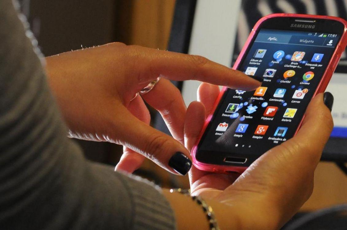 ¿Qué pasa si usamos muchas horas al día el celular?