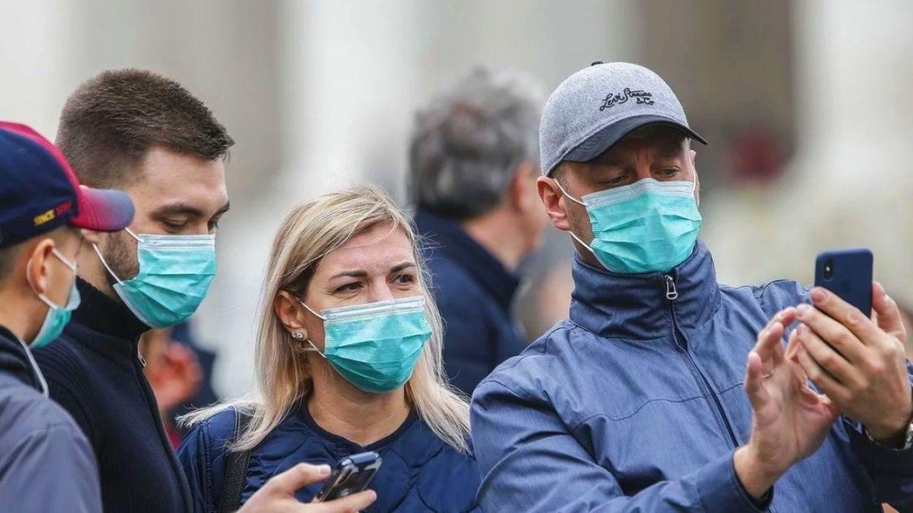 Científicos recomiendan el uso obligatorio del barbijo para todas las personas no infectadas por coronavirus