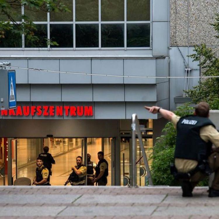 """Los tres atacantes que abrieron fuego en el centro comercial deMunichgritaron """"extranjeros de mierda, soy alemán"""" al momento de cometer los asesinat"""