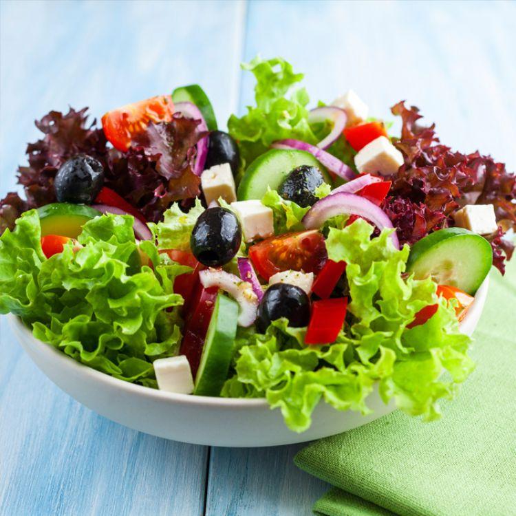 Comer ensaladas hace que nuestro organismo aproveche al máximo las propiedades beneficiosas que nos otorgan.