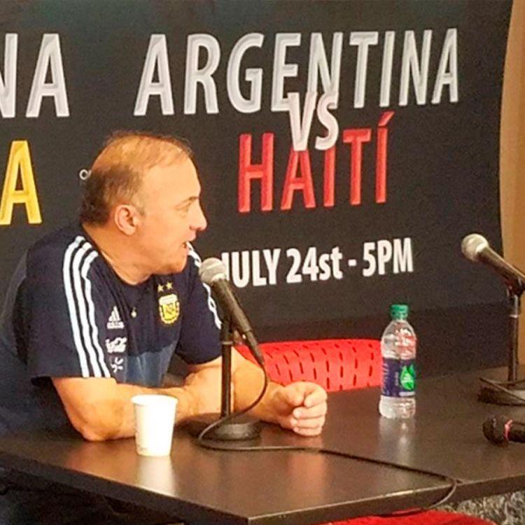 El Vasco Olarticoechea en conferencia de prensa