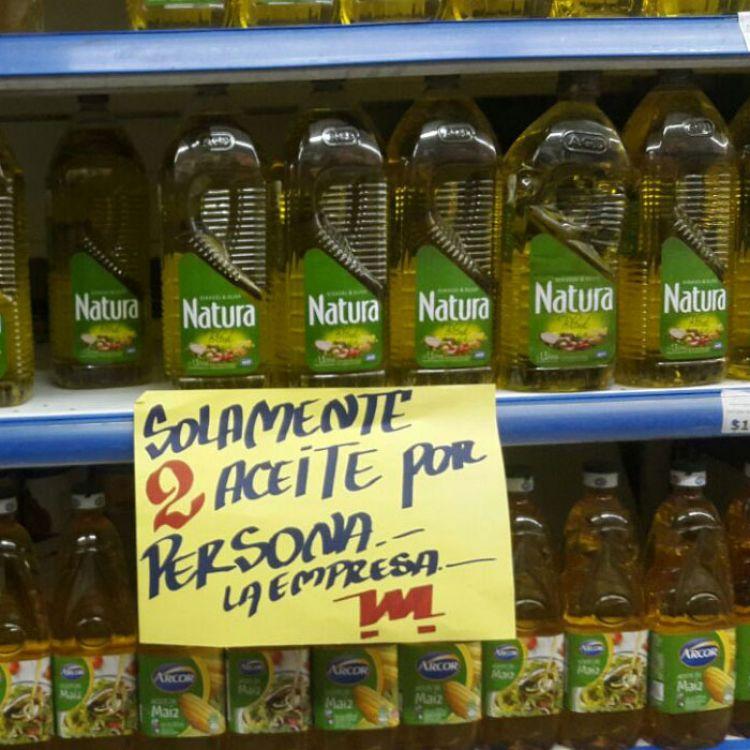 """El titular de la asociación Consumidores Libres, Héctor Polino, afirmó que """"no se puede obligar a comprar otro artículopara llevar un aceite""""."""