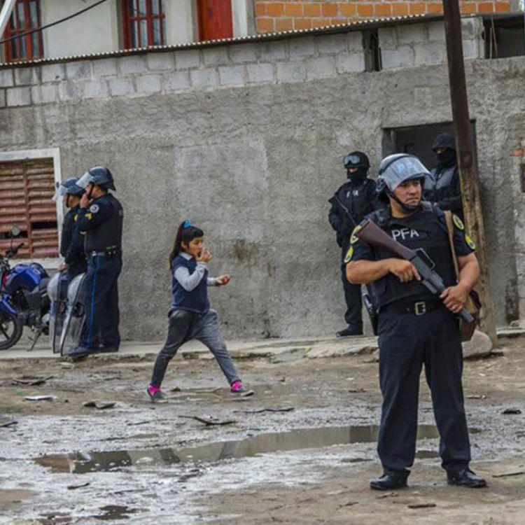 El operativo realizado en Ceferino, a plena luz del día y en frente de niños. La droga destruye hogares.