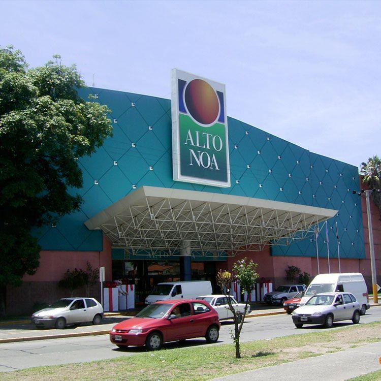 Fachada exterior del Alto Noa Shopping.