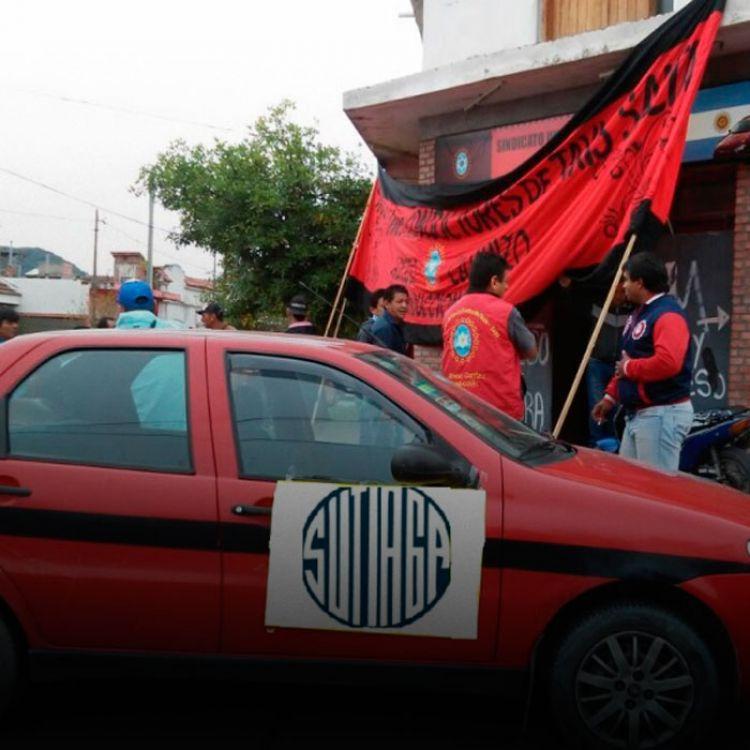 Los taximetreros marcharán hoy para apoyar a los trabajadores de la empresa Coca Cola.