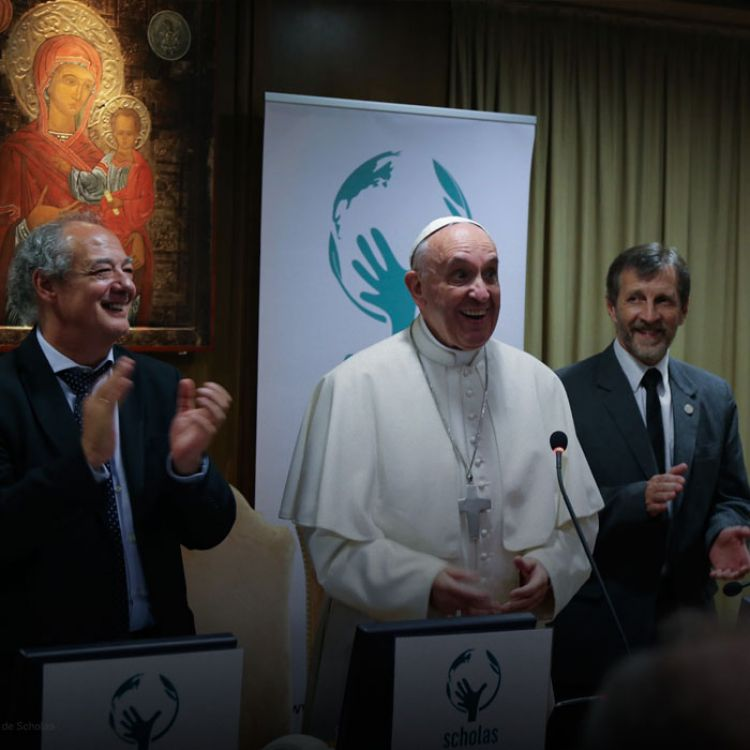 La maniobra fue considerada como unnuevo capítulo de frialdadentre el Sumo Pontífice y el Gobierno.