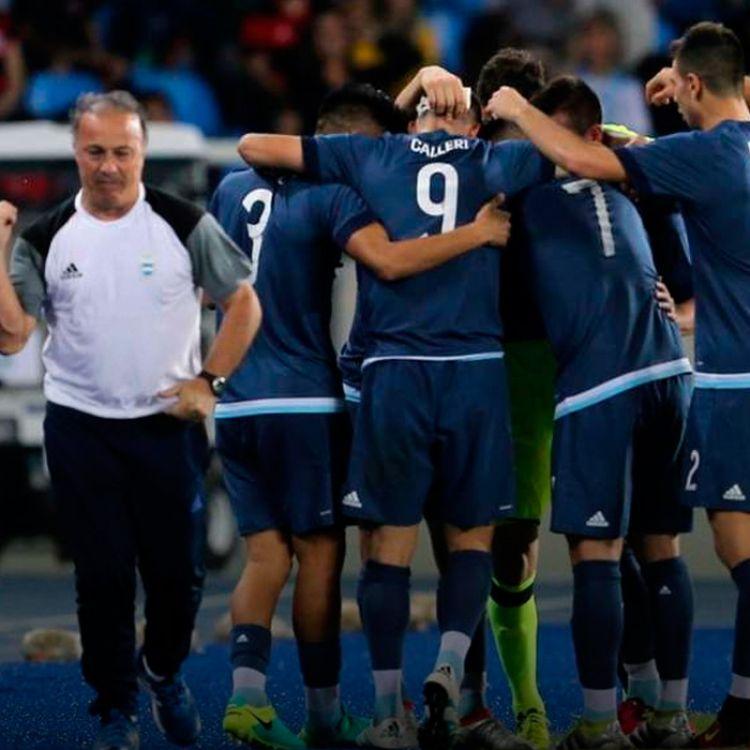 Argentina ganó 2-1 a Argelia y sueña con la clasificación. Tiene que ganarle a Honduras el próximo miércoles.
