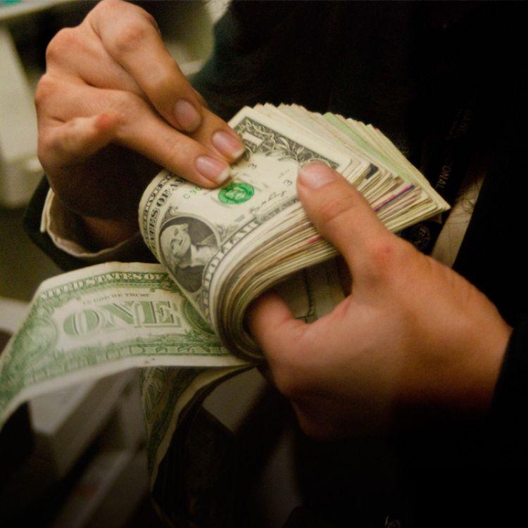 Se autorizó a realizar compras en efectivo por hasta u$s 2500 dólares (hasta ahora el tope era de u$s 500).