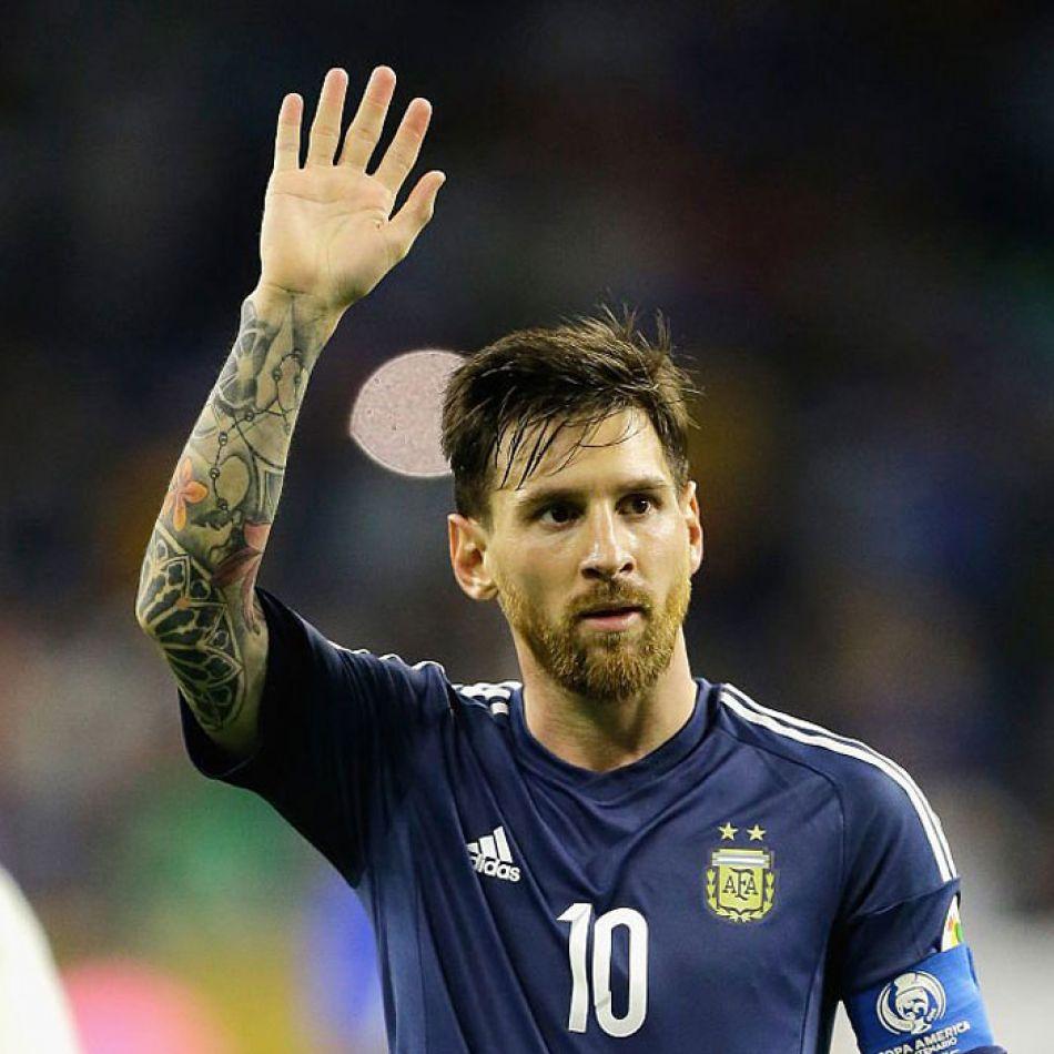 Messi saludando al público por última vez