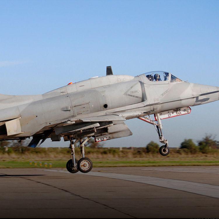 En la Fuerza Aérea buscaban extender la vida útil de los A4-AR Fightinghawk hasta 2022, pero serán desprogramados cuatro años antes.