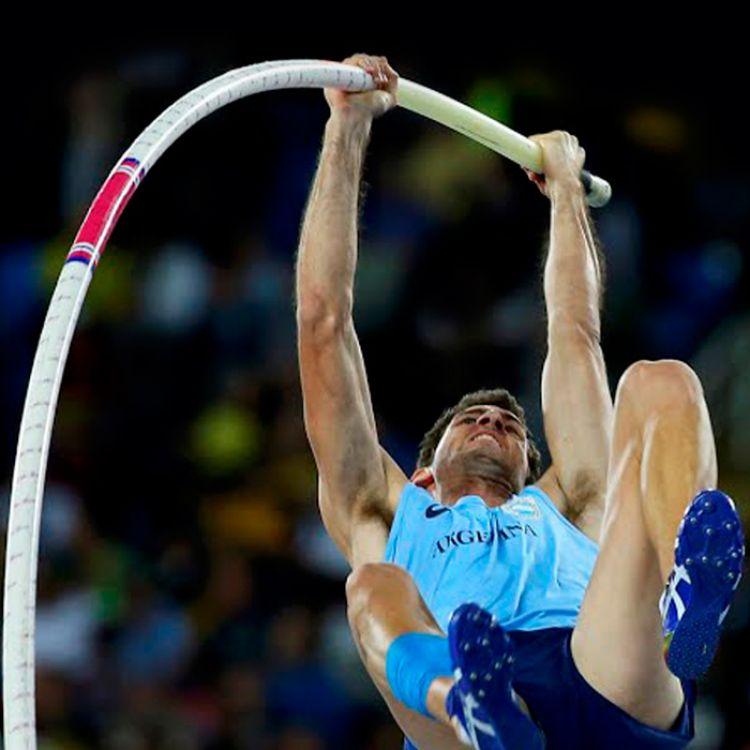Germán Chiaravigliose metió en la final de salto con garrocha