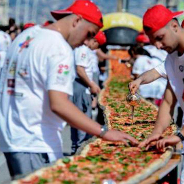 Cocinaron la pizza más larga del Litoral a beneficio de Cáritas