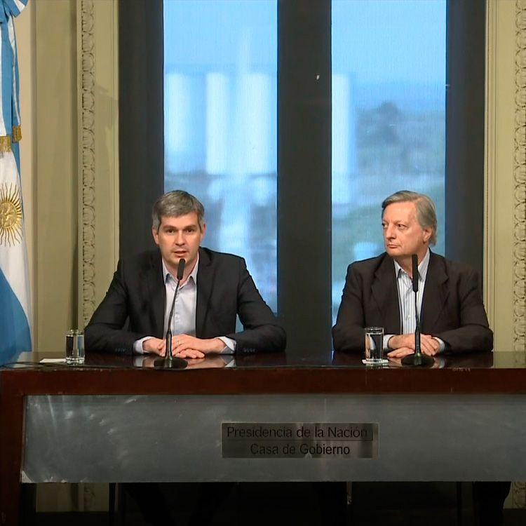 Marcos Peña, en una conferencia de prensa junto a Juan José Aranguren