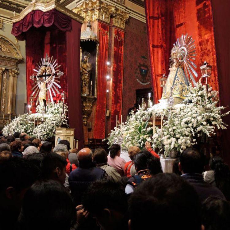 La procesión se realiza todos los años y la gente participa de distintas partes del mundo.
